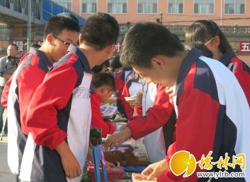 区县 米脂县 正文  本报通讯员高海燕摄影报道  9月24日,米脂中学举行