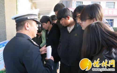 府谷县清水中队民警走进校园开展安全知识讲座