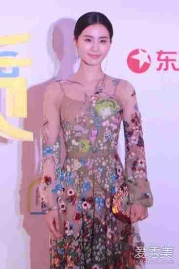 刘诗诗裙装亮相