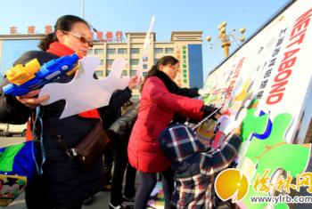府谷县交警大队开展交通安全宣传活动