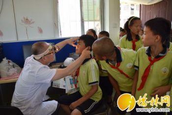 子洲县红十字会开展为留守儿童送温暖活动