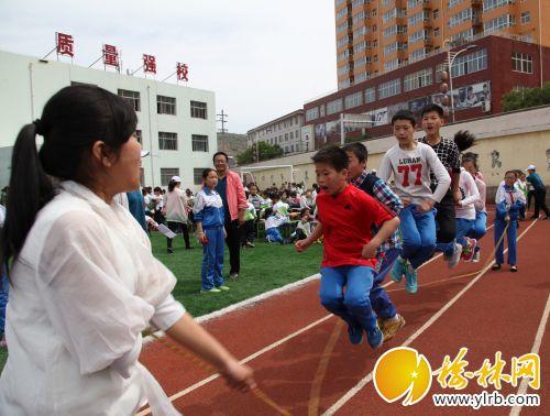 小学生趣味运动会白潇摄