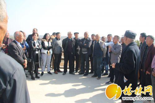 全体学员在榆阳区赵家峁村考察学习