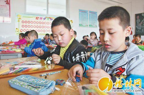 孩子们的手工课堂