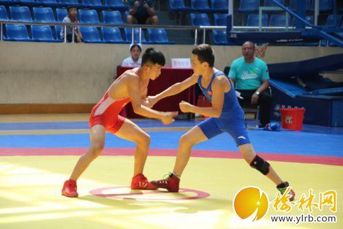 本报记者赵娜摄影报道 8月5日,2018年全国u15古典式摔跤锦标赛在榆林