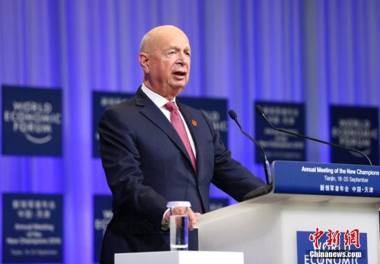 图为世界经济论坛主席施瓦布发表致辞。a href=