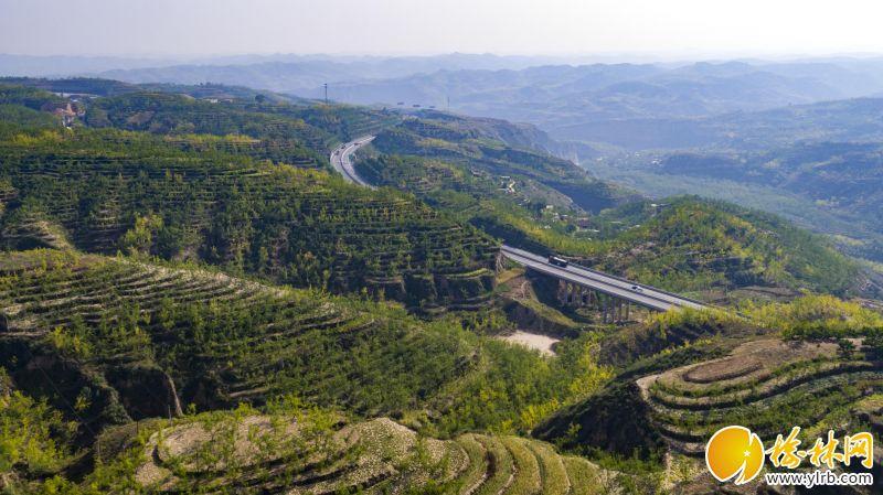 <p>榆林至佳县高速公路</p>