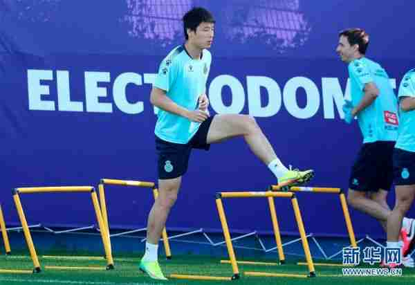 (体育)(1)足球——西班牙人队恢复小规模训练