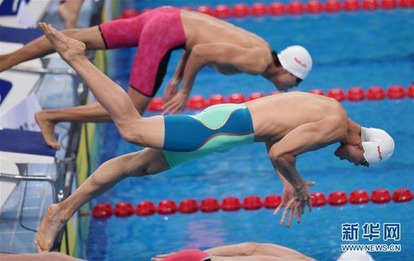(體育)(4)游泳——全國冠軍賽:余賀新獲得男子100米自由泳預賽第一名