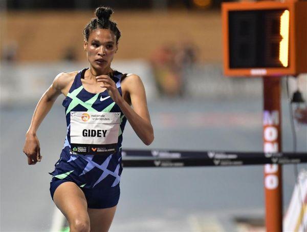 (體育)(4)田徑——吉迪打破女子5000米世界紀錄