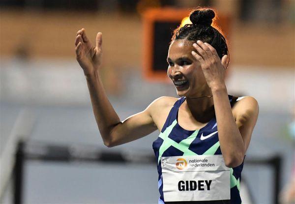 (體育)(2)田徑——吉迪打破女子5000米世界紀錄