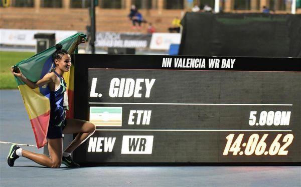 (體育)(3)田徑——吉迪打破女子5000米世界紀錄